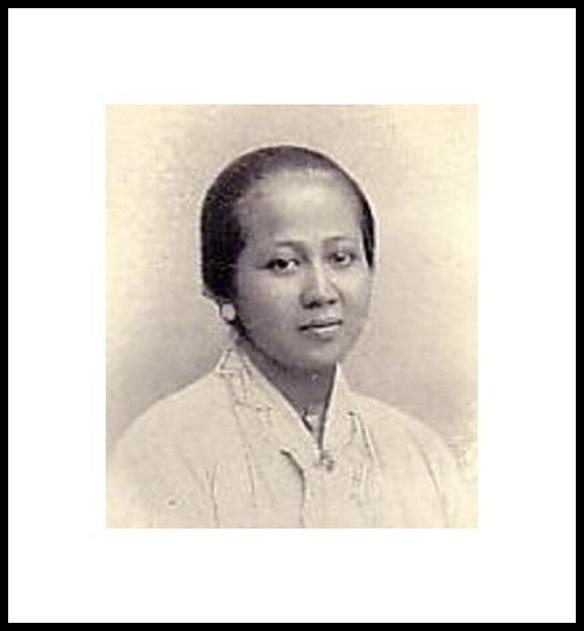 http://fototokoh.com/foto-raden-ajeng-kartini-lengkap-dengan-biografinya/raden-ajeng-kartini-2/#main