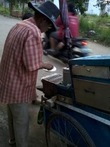 Si Bapak penjual Kue Rangi